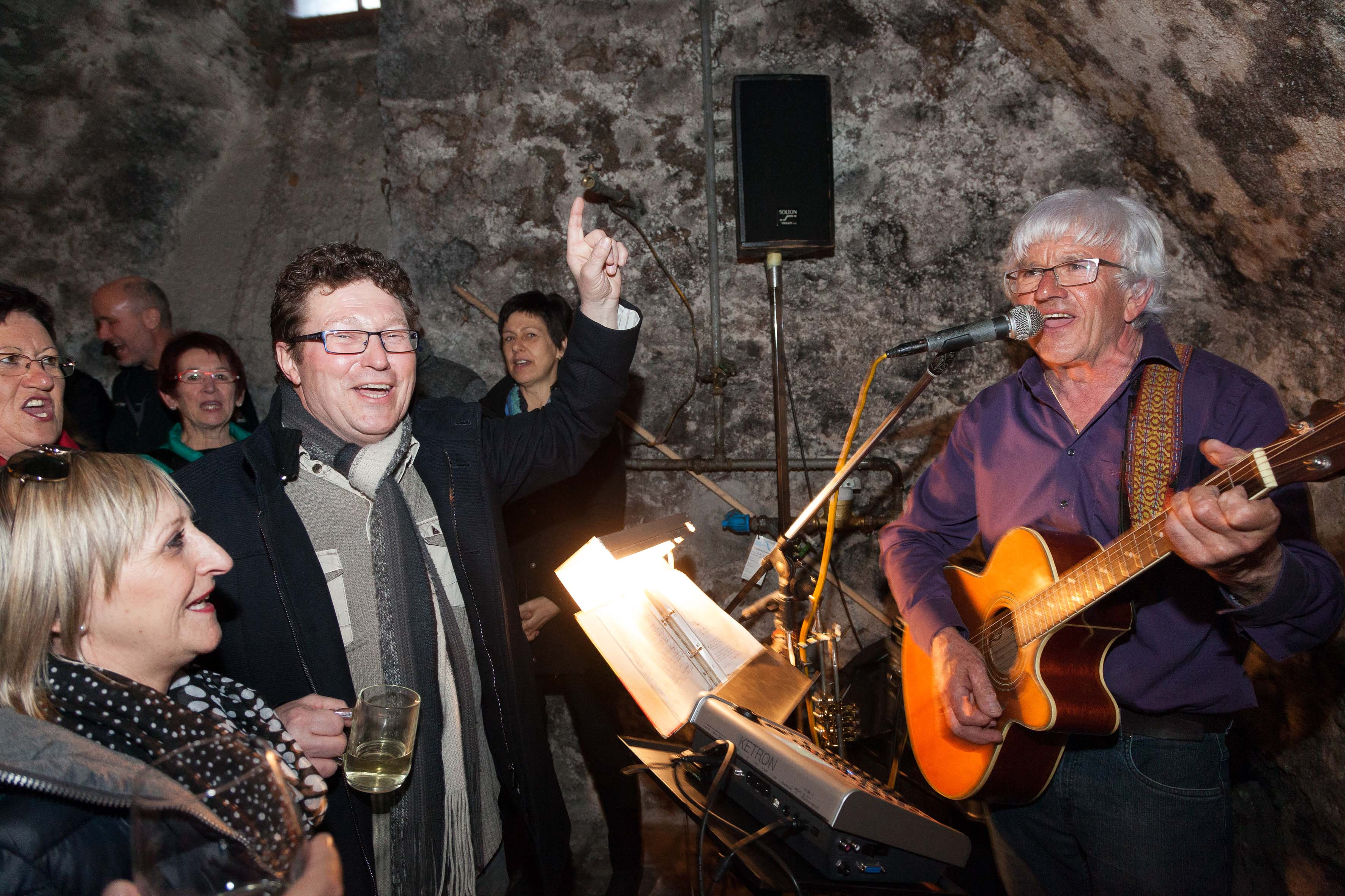 Livemusik und gut gelaunte Besucher sorgten für ein geselliges Beisammensein. © Dietmar Mathis