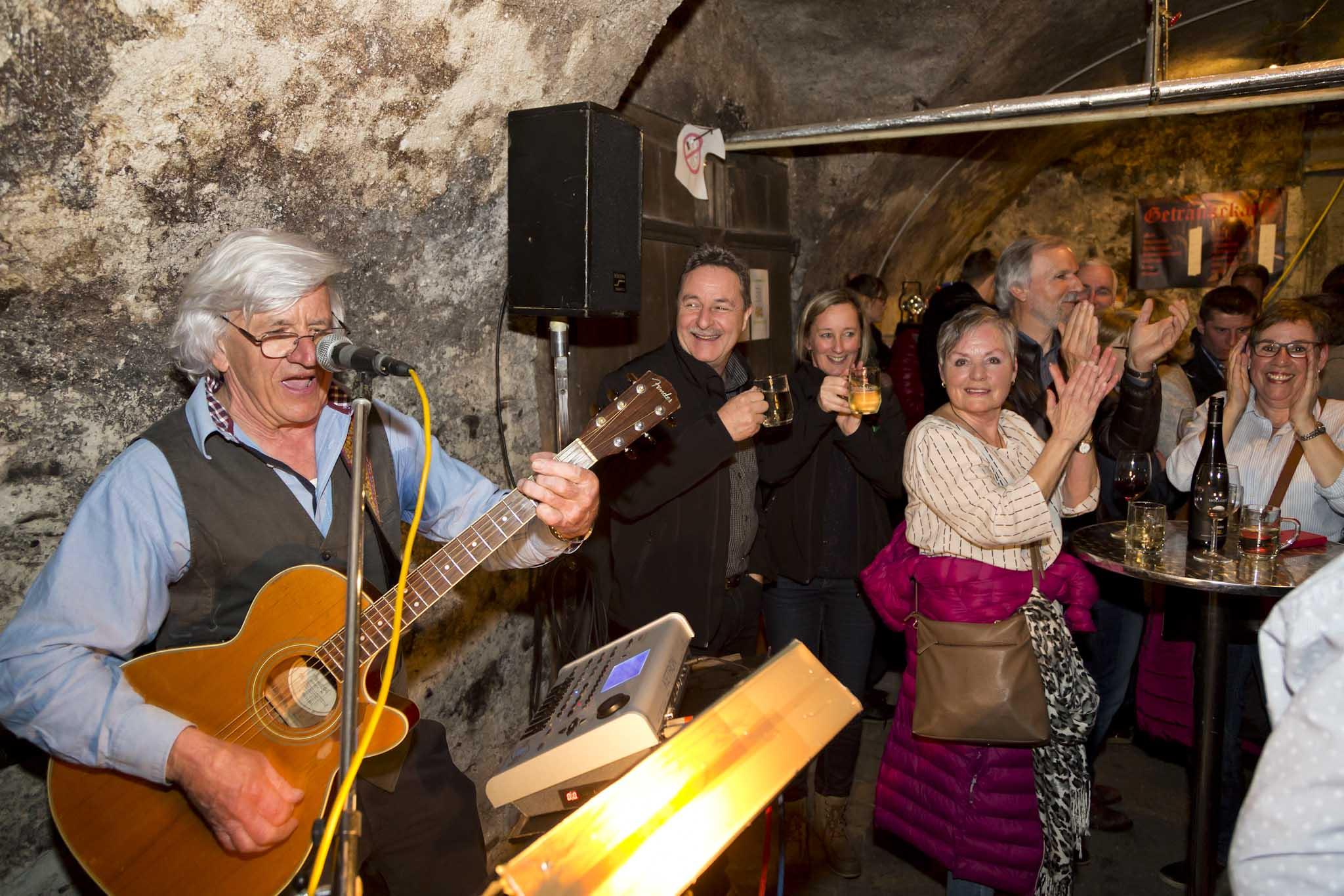 Im Gasthof Schneeberg unterhielt Hans Sonderegger die Gäste. © Dietmar Mathis